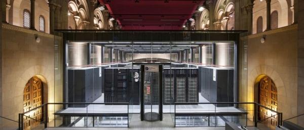 Суперкомпьютер Lenovo MareNostrum 4, занимающий 13 место в TOP500, установлен в здании бывшей церкви