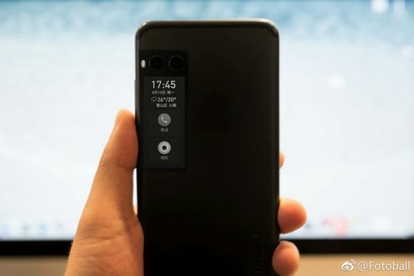 Первое «живое» фото смартфона Meizu Pro 7 подтверждает наличие дополнительного дисплея с тыльной стороны