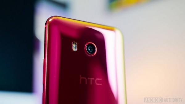 Смартфон HTC U11 к уже поддерживаемым помощникам HTC Companion и Google Assistant получит ещё и поддержку Alexa