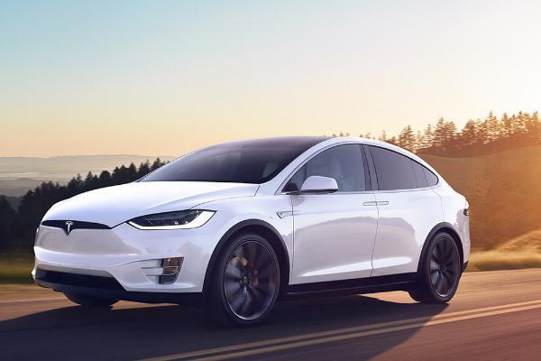 Эксперты смогли получить контроль над электрокаром Tesla Model X