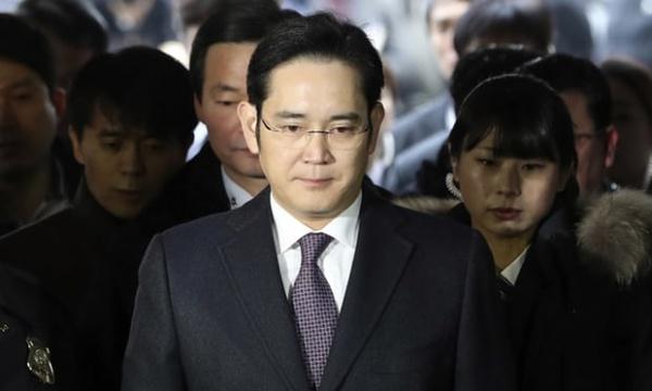 Глава Samsung приговорен к 5 годам заключения
