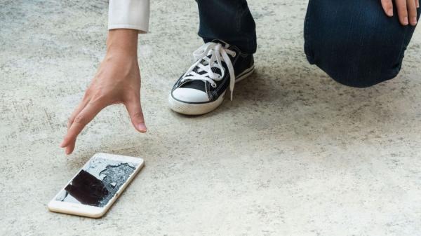 Motorola работает над самовосстанавливающимся стеклом для смартфонов