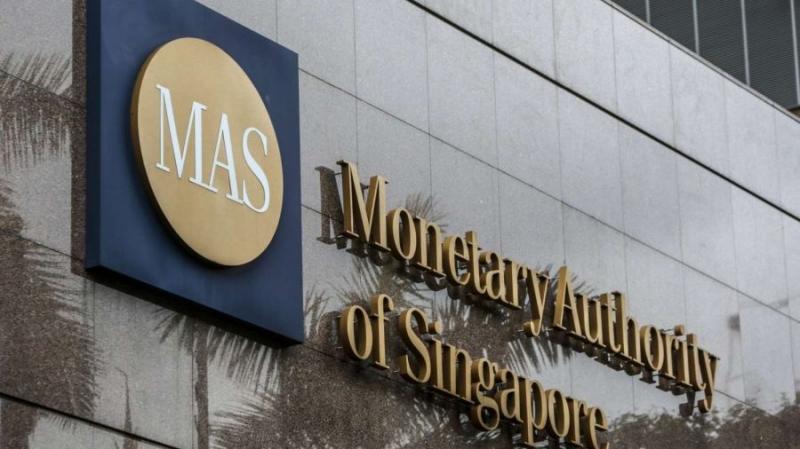 Банки Сингапура закрывают счета криптовалютных компаний
