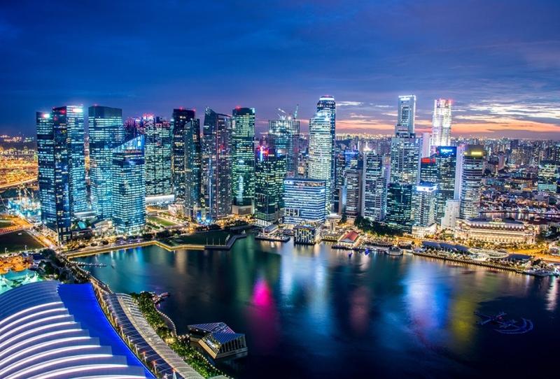 Сингапур закрывает банковские счета биткоин-компаний