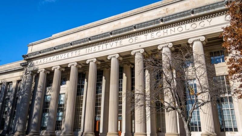 MIT выпустил 100 дипломов на блокчейне