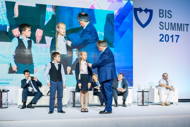 Открытия 10-летия: почившие тренды ИБ, рынок в помощь регуляторам и первый безопасный российский смартфон