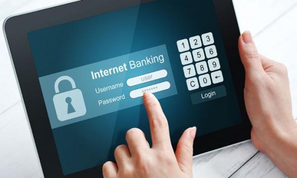 Медведев заявил о создании механизма предотвращения краж через интернет-банкинг