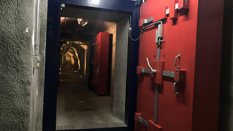 Сокровища гномов: экскурсия в хранилище биткоинов под горами Швейцарии
