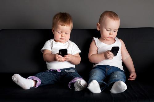 В РФ могут разрешить регистрировать SIM-карты на несовершеннолетних