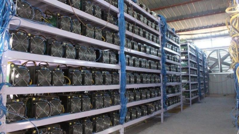 Банки принимают в залог майнинговые фермы
