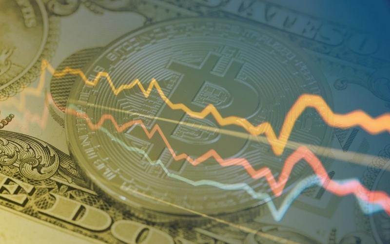 Курс биткоина упал на 20% за один день