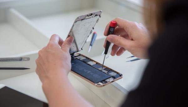 Apple извинилась за замедление iPhone и в два раза снизила стоимость замены аккумуляторов