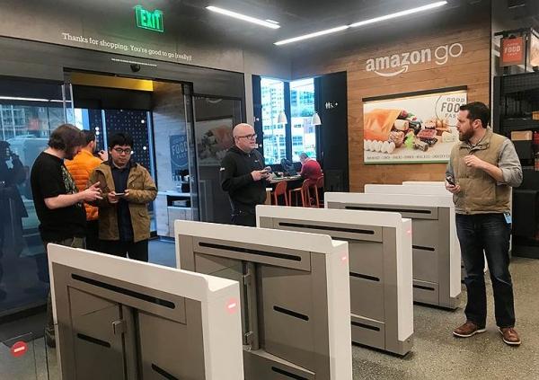 «Умный магазин» Amazon откроется для посетителей