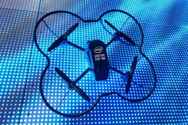 Intel показала световое шоу, созданное сотней дронов