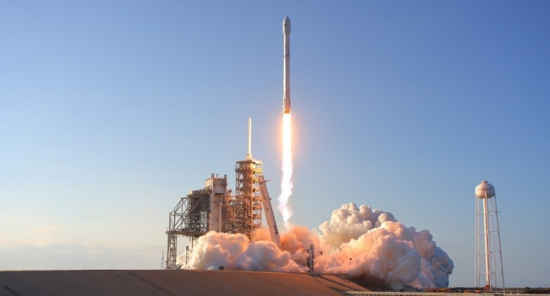 SpaceX успешно запустила первые спутники для раздачи Интернета