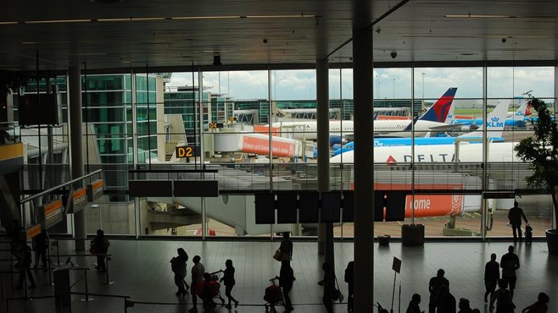 В аэропорте Амстердама появился криптомат для обмена евро на биткоин и эфир
